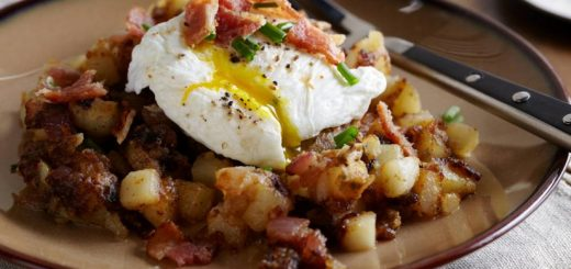 Potato fries topped with eggs