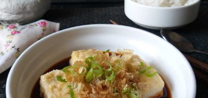 """Fried tofu stuffed, What can you do? Ping the idea of """"fried tofu stuffed with stuffed peas"""", an unusual delicious menu.Plus it's good for health.Let's take a look at the ingredients and how to make them."""